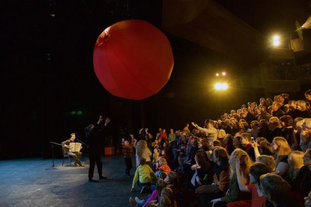 Красный шарик фото Анна Ващило
